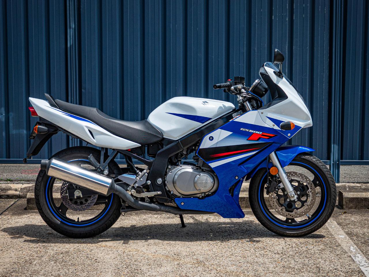 Suzuki GS500F 2011 - Vigor Blue Splash White ⋆ Motorcycles R Us