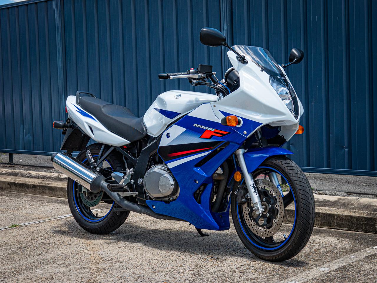2011 Suzuki GS 500F - Moto.ZombDrive.COM