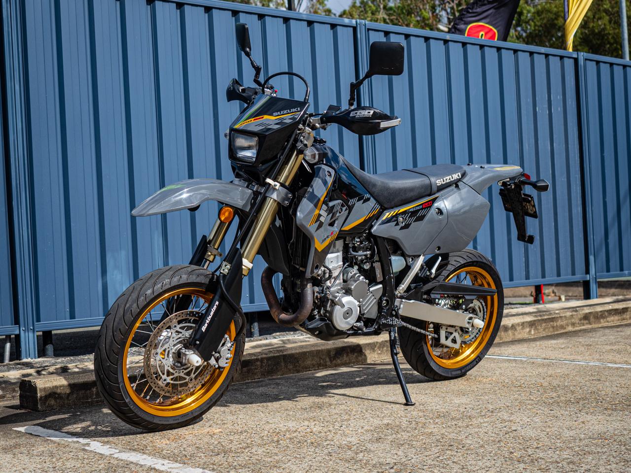 Suzuki DR-Z400SM Motard 2016 - Black Grey ⋆ Motorcycles R Us