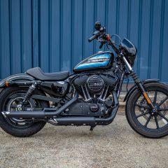 Vivid Black Harley-Davidson Iron 1200 2018