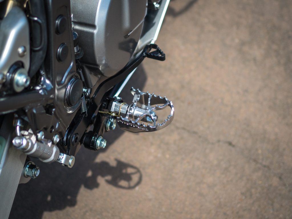 Suzuki DR650SE Pivot Pegz