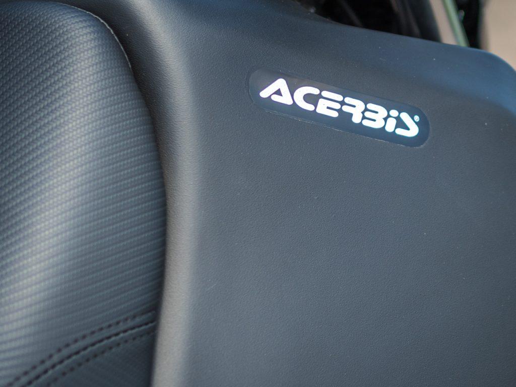 Suzuki DR650SE Seat meets Fuel Tank