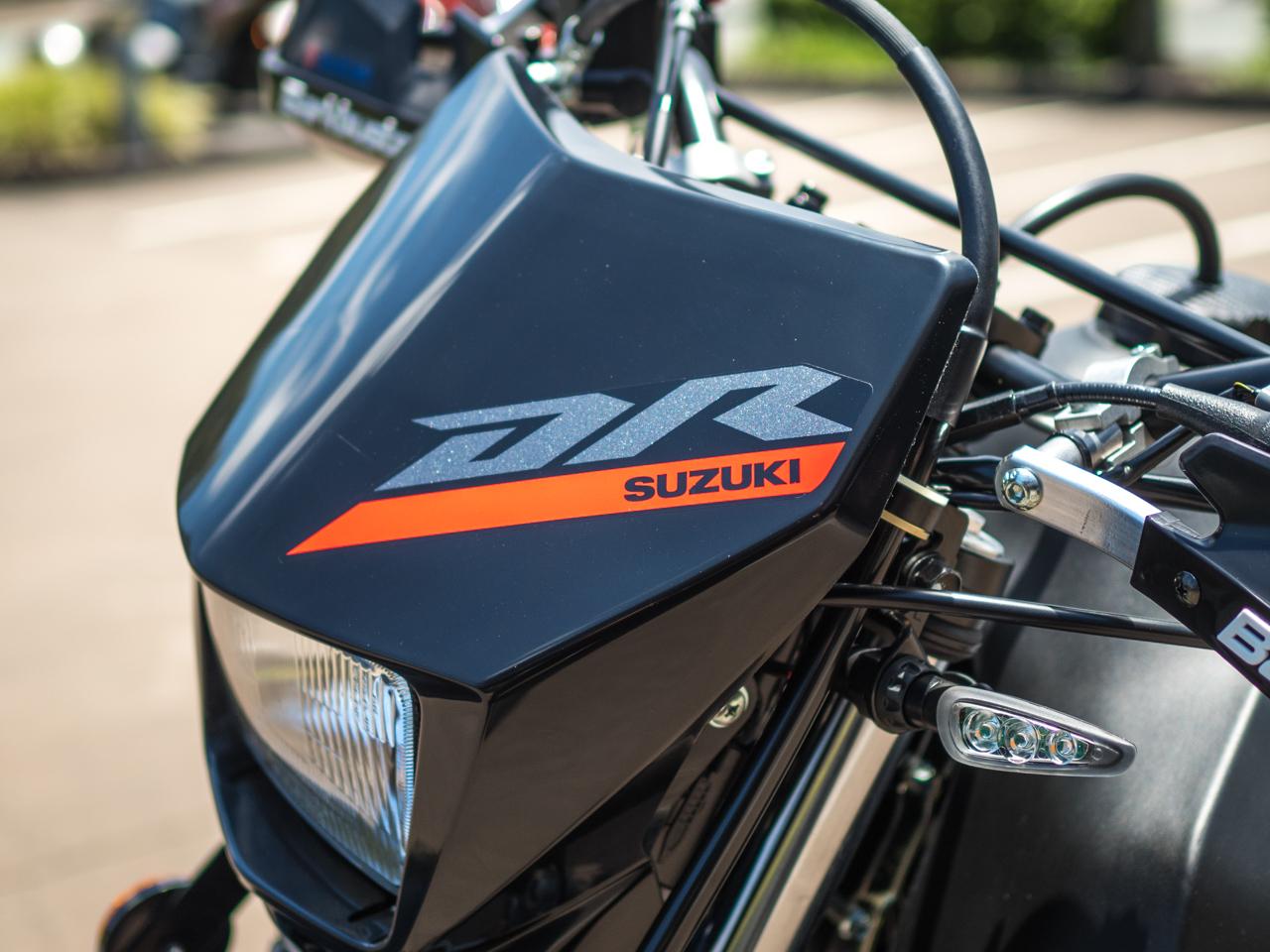 Suzuki DR650SE Front Cowl Badge